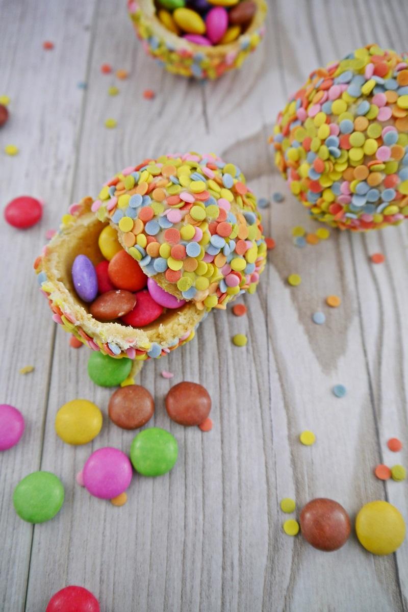 Konfetti Kugeln Aus Murbeteig Umhullt Mit Weisser Schokolade Und